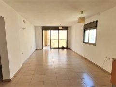 Сдается новая квартира 5 комнат с балконом Нетания.