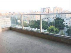 новая квартира с террасой 5 спален в аренду в центре Нетании
